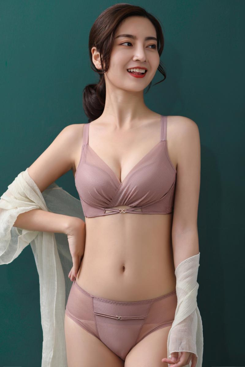 曼蝶妮文胸无钢圈聚拢小胸内衣女防下垂上托收副乳调整型性感胸罩