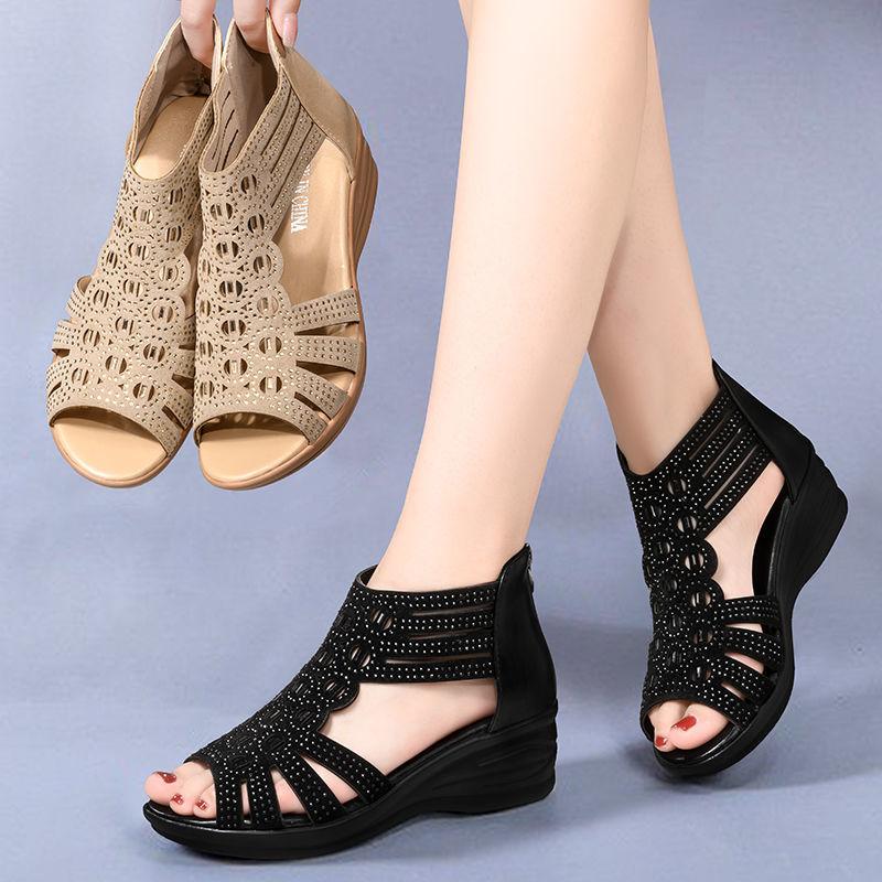 FbzK凉鞋女夏坡跟2021罗马妈妈水钻鱼嘴中跟女士软底露趾中年凉靴
